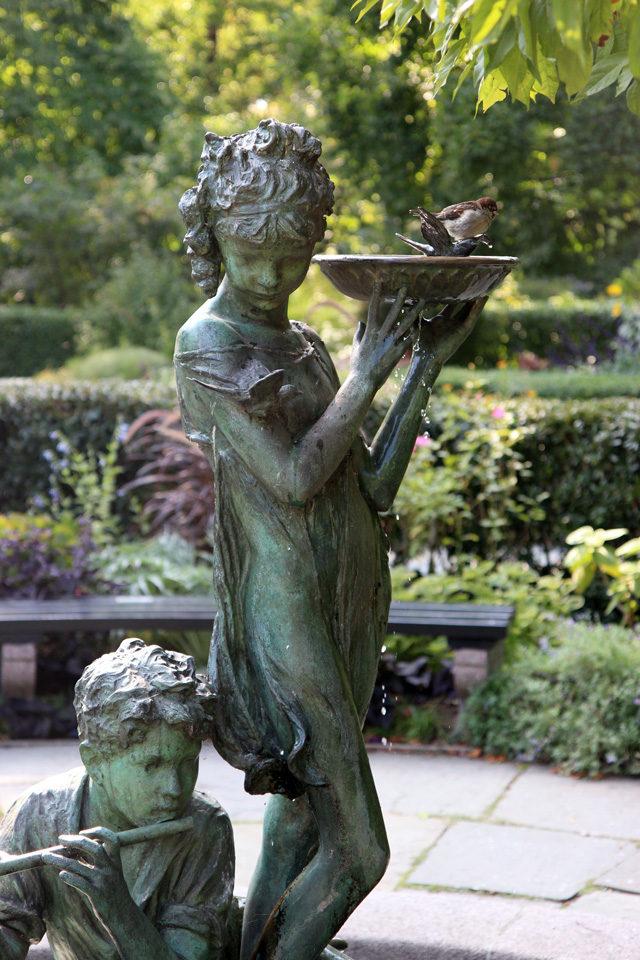 Francis Hodgson Burnett statue in Central Park