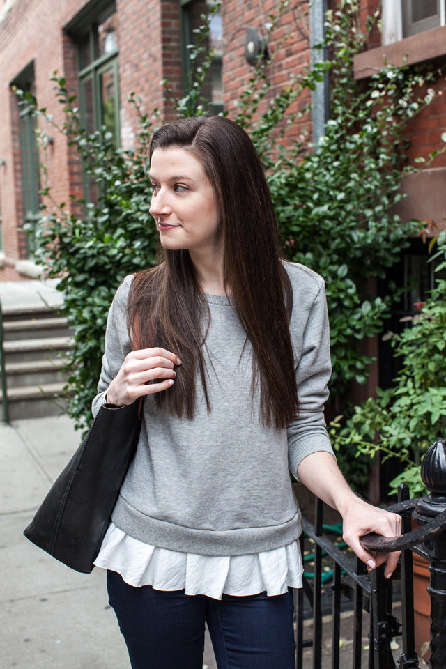 Clu Too Ruffled Sweatshirt with Madewell Transport Tote