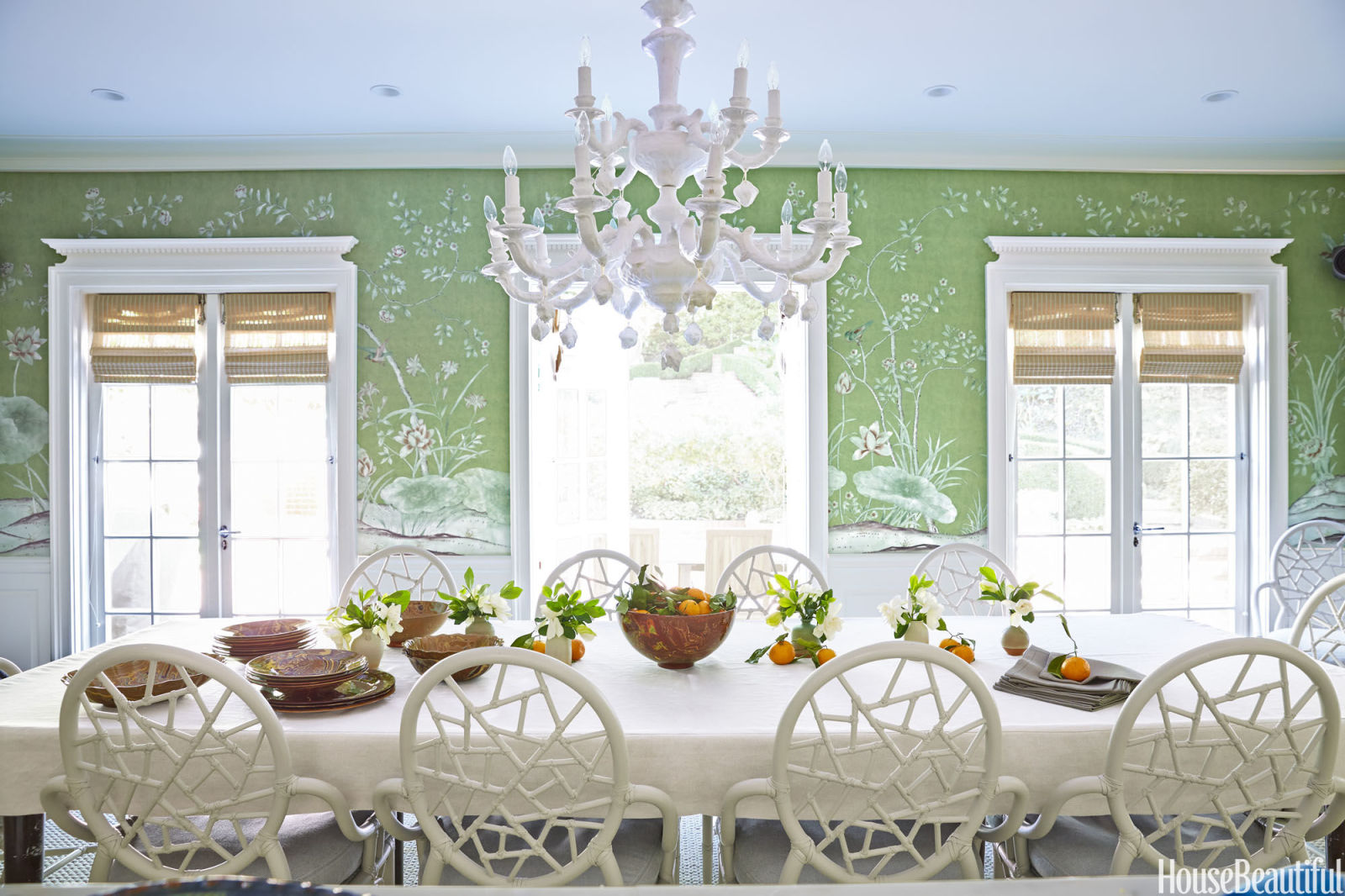 gallery-1440169897-green-dining-room