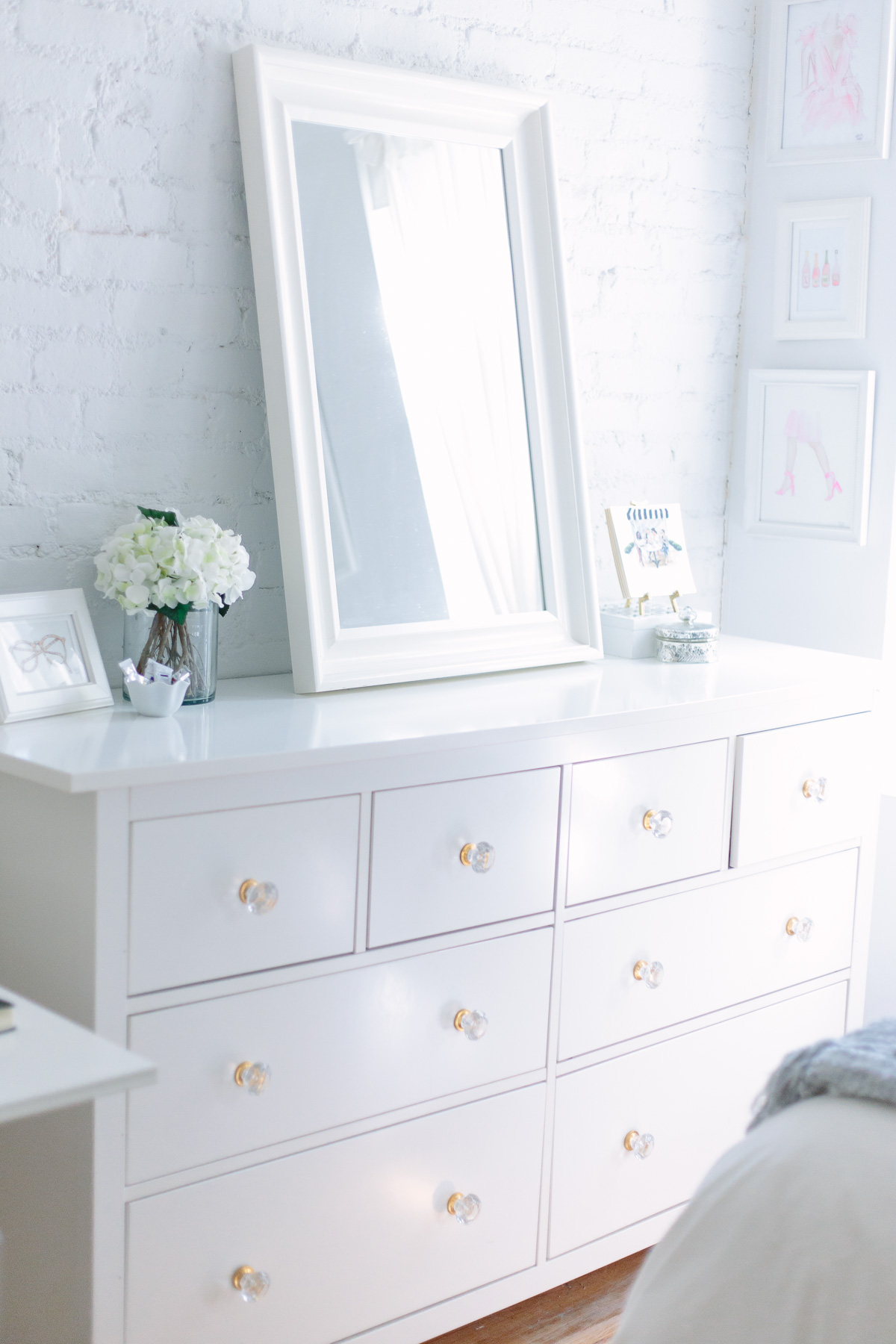 nyc-studio-apartment-white-painted-brick-wall-5821