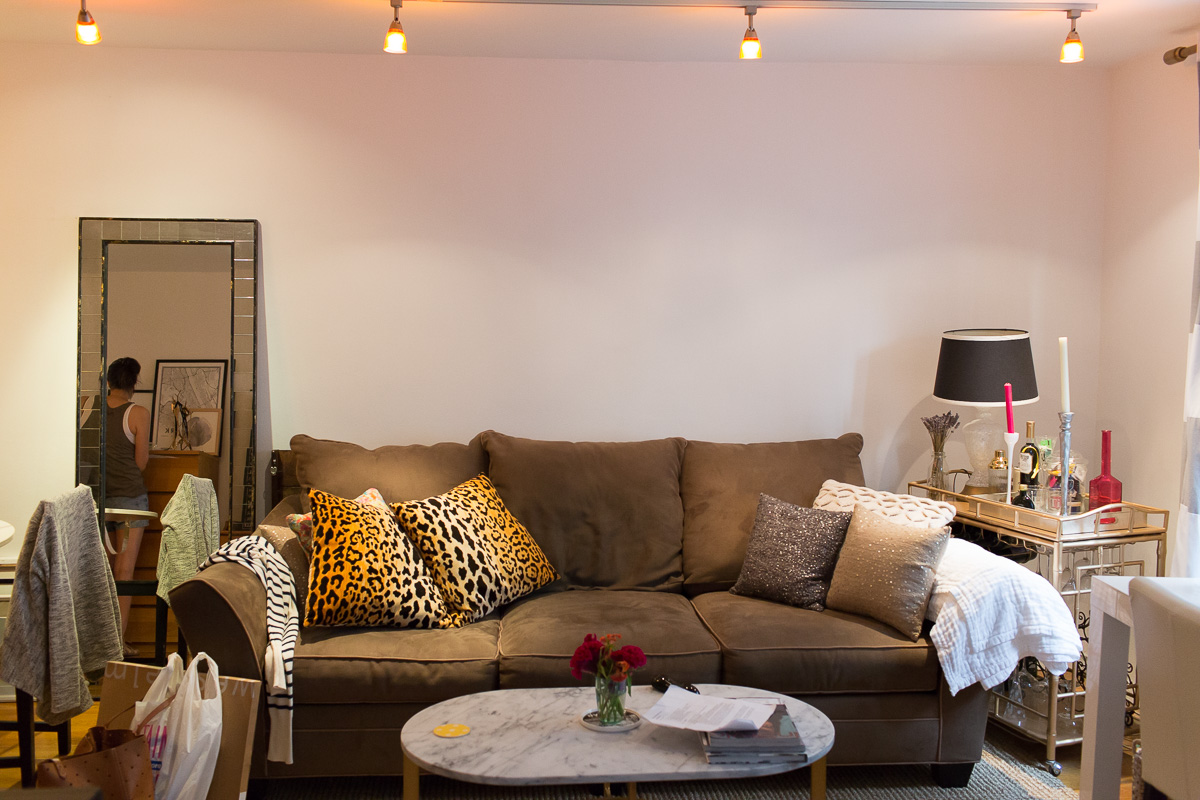 studio-apartment-gallery-wall-before-5401