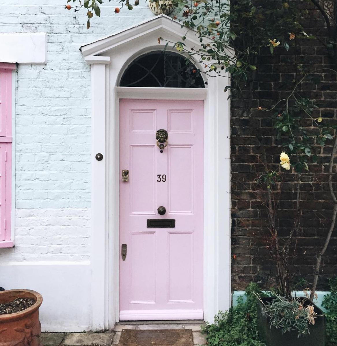 london-pink-door