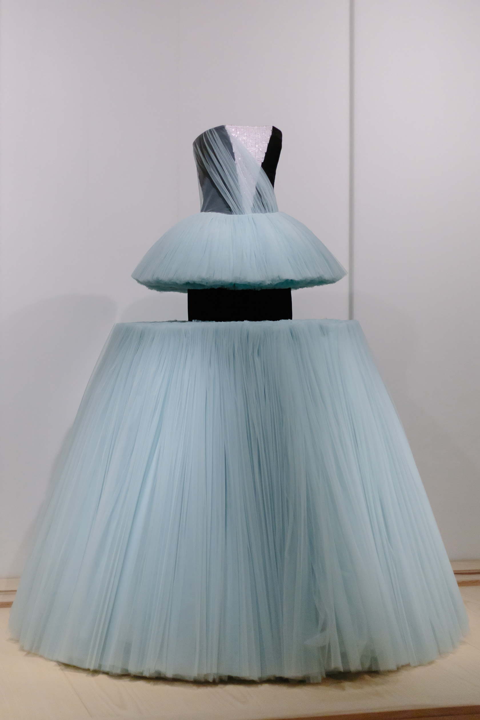 art and fashion unpacked The costume institute's fall 2016 exhibition, masterworks: unpacking fashion,  features significant acquisitions of the past 10 years and.