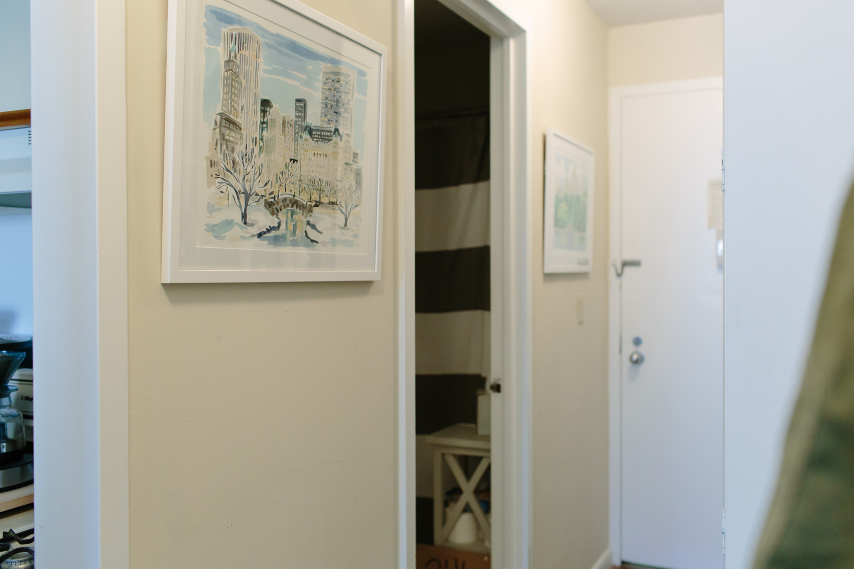 NYC studio apartment home tour featured by top US interior design York Avenue: entryway