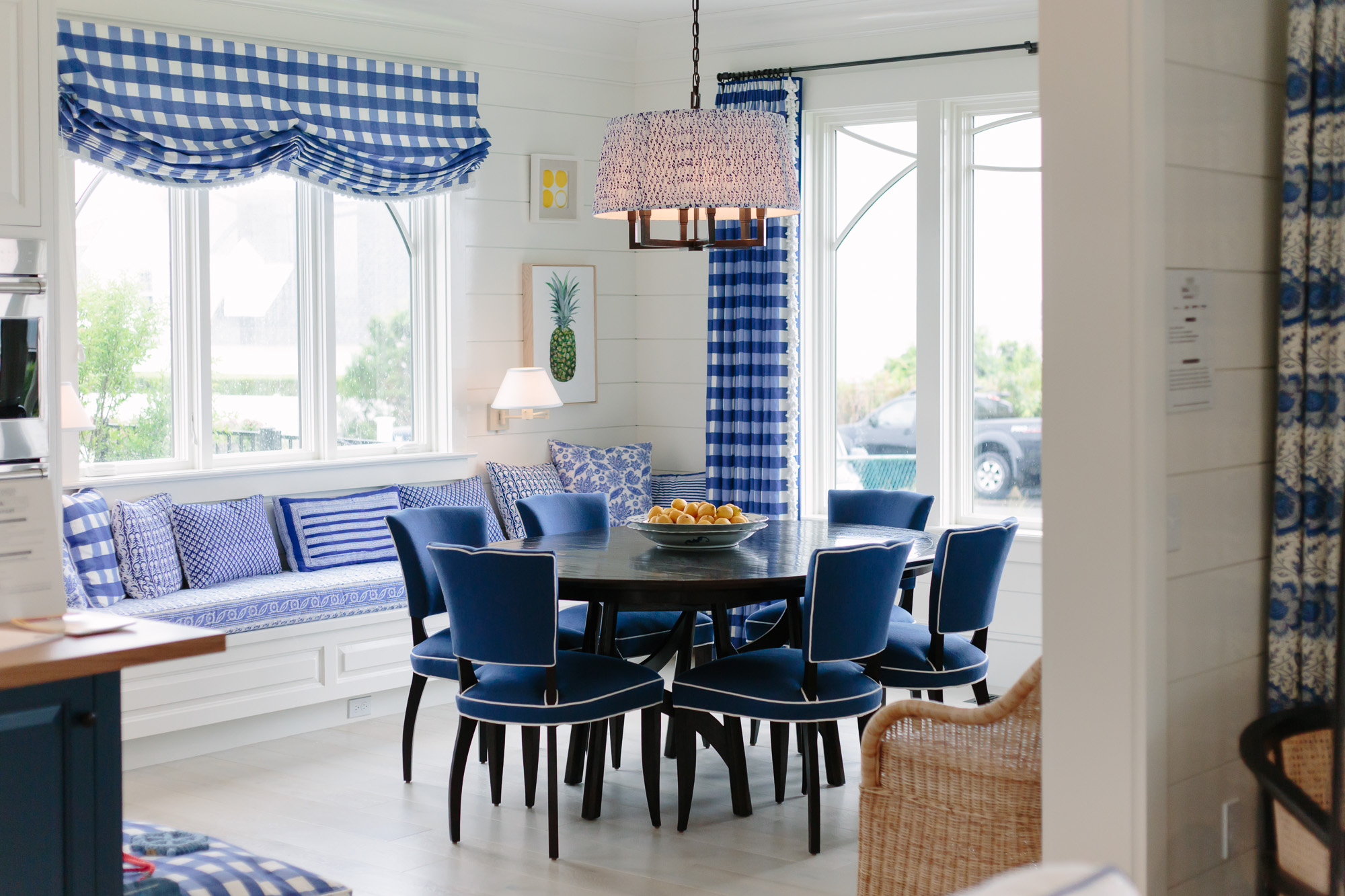 His Decorating Is Quite Traditional, And Yet By Layering In Gorgeous Modern  Art And Paying Attention To The Tiniest Details, He Created A Space That  Feels ...