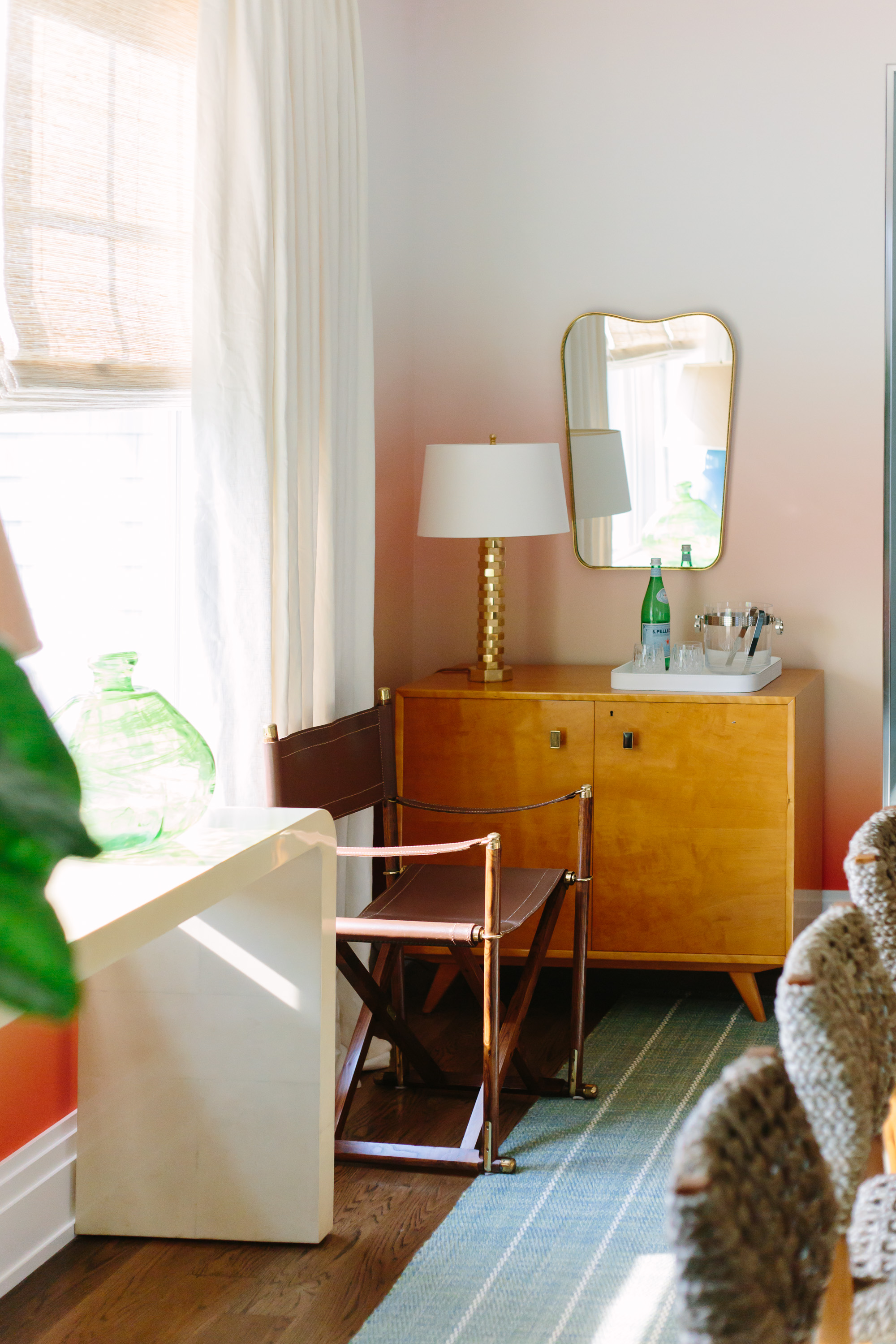2017 hampton designer showhouse brady design a charming room even though i m not a big fan of orange typically i loved the ombre wallpaper by brett design inc how nice is that and it reminded me of a summer sunset