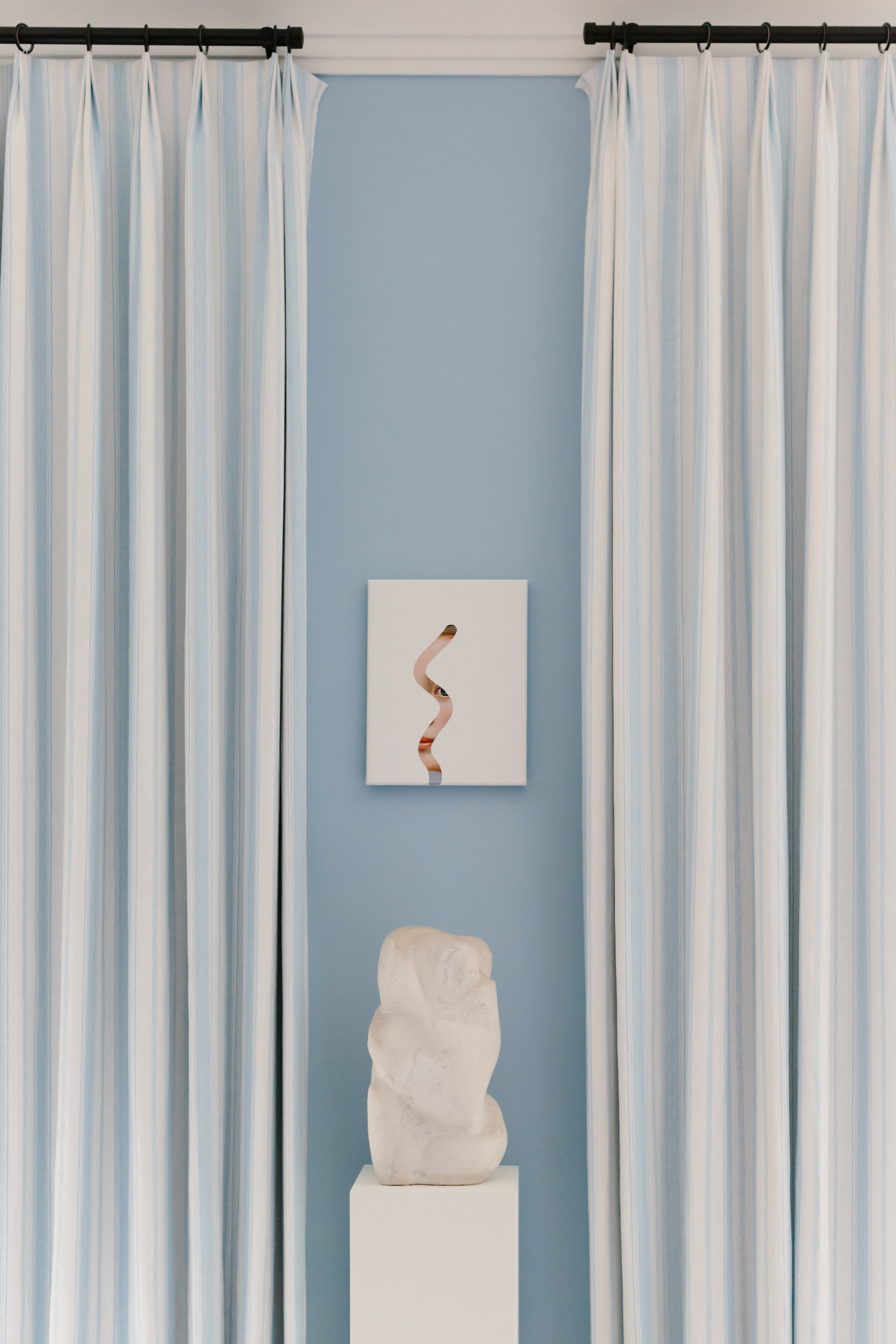 2019 Hampton Designer Showhouse featured by top US style blog, York Avenue: image of Lino Lago artwork in Alessandra Branca living room at the 2019 Hampton Designer Showhouse
