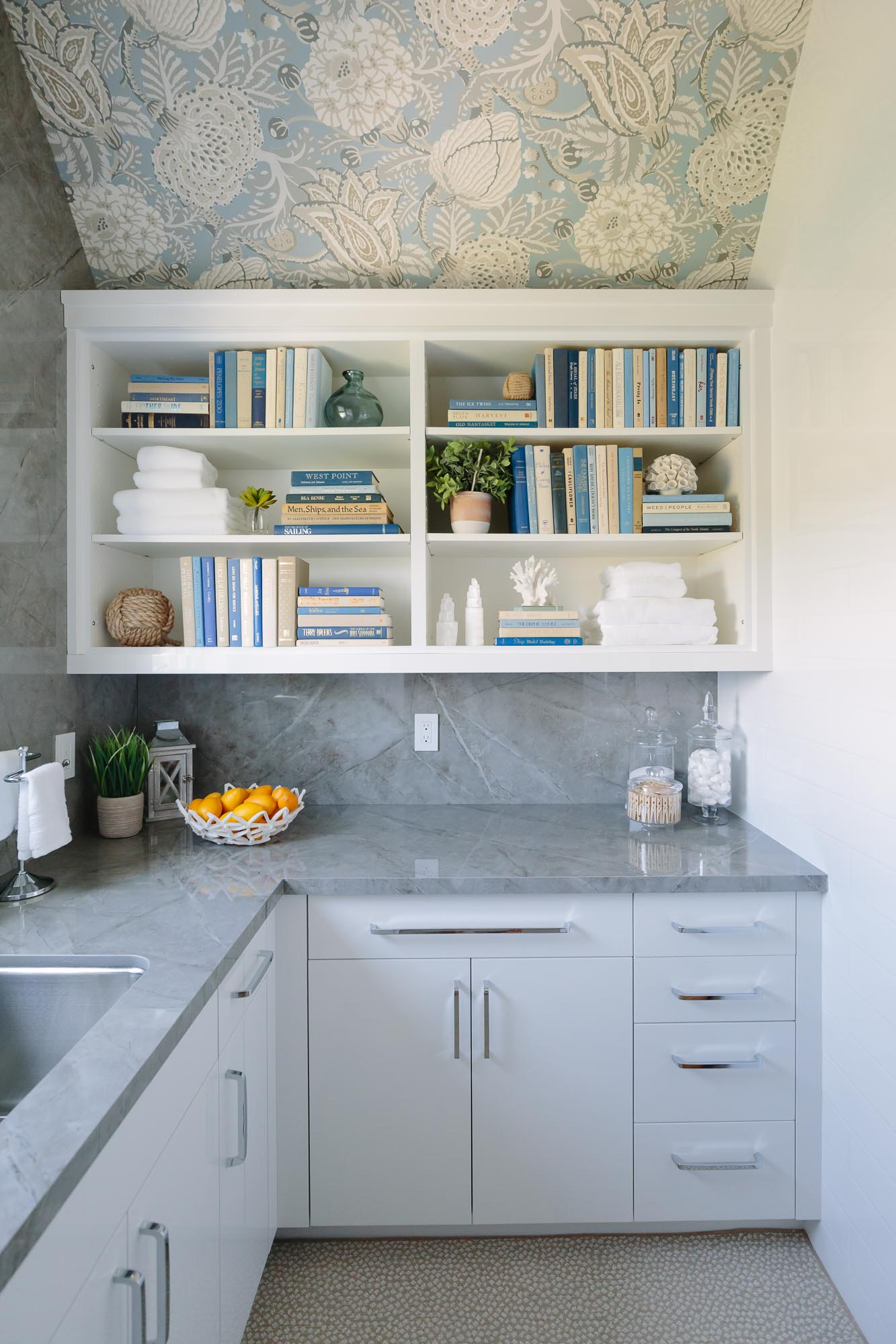 2019 Hampton Designer Showhouse featured by top US style blog, York Avenue: image of Courtney Sempliner Designs Hampton Designer Showhouse 2019 laundry room