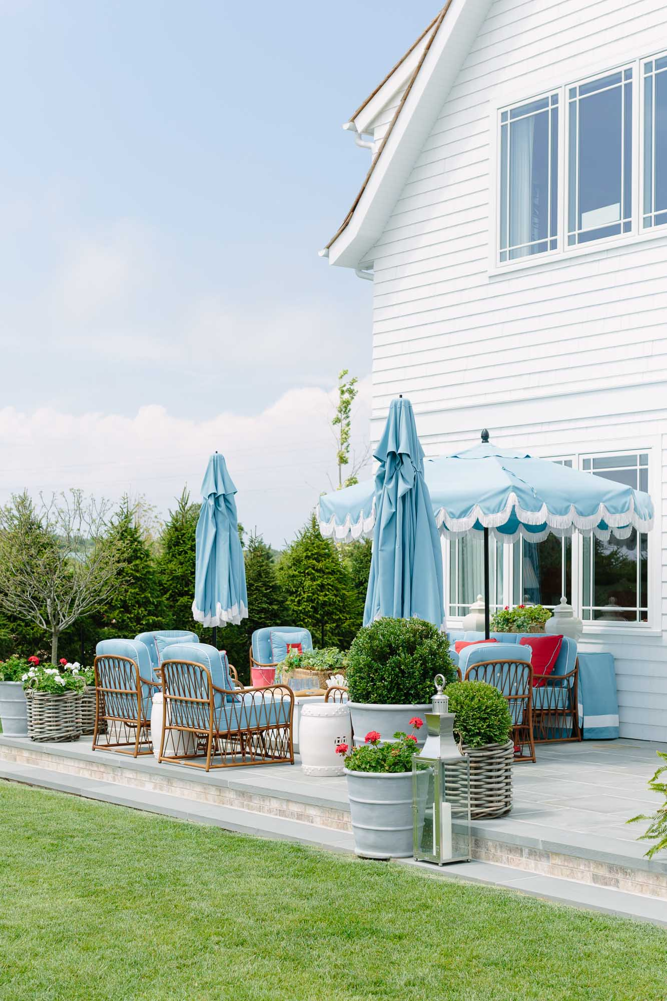 2019 Hampton Designer Showhouse featured by top US style blog, York Avenue: image of Danielle D. Rollins outdoor space at the 2019 Hampton Designer Showhouse with Woodard Furniture