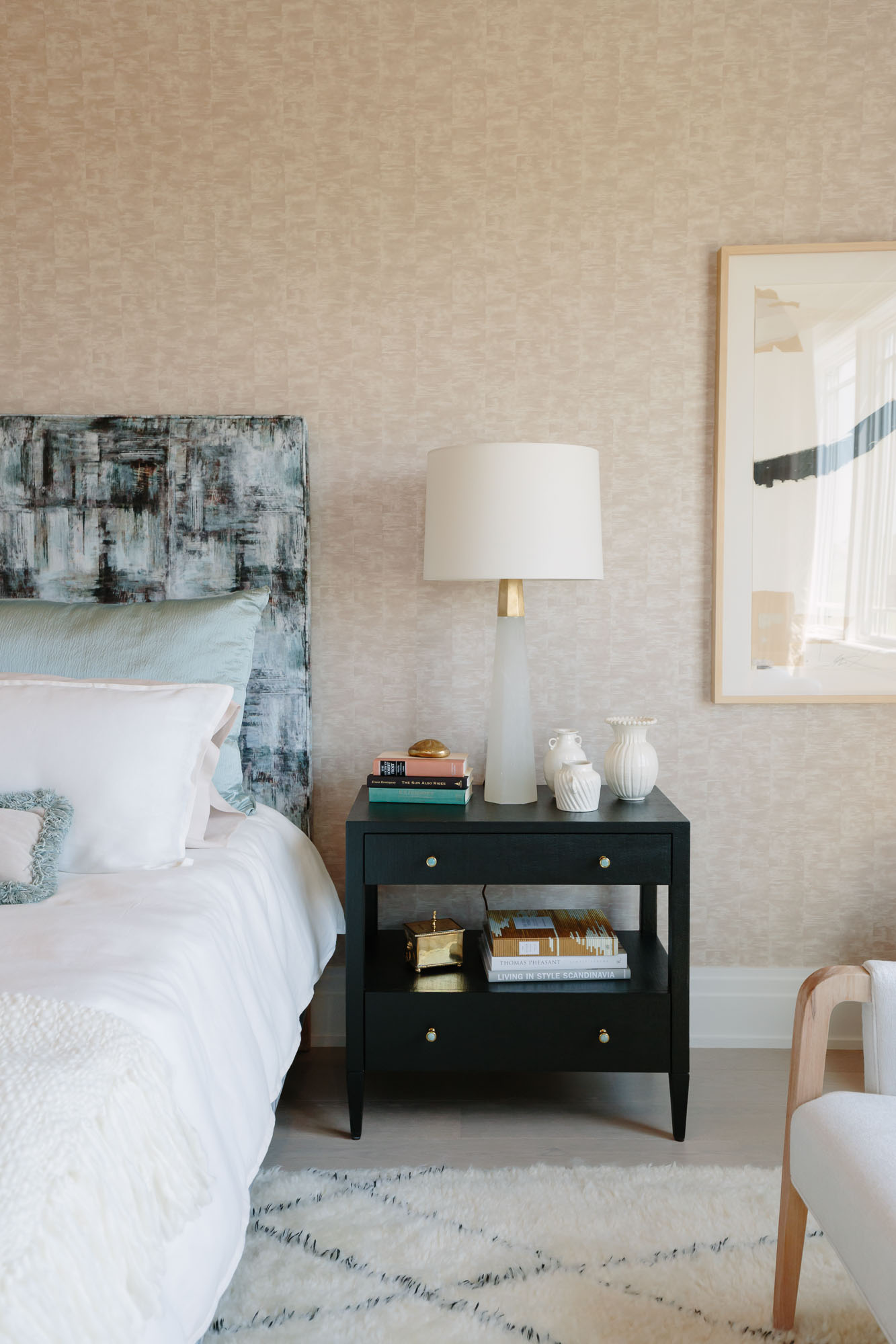 2019 Hampton Designer Showhouse featured by top US style blog, York Avenue: image of Morgan Harrison Home bedroom at the 2019 Hampton Designer Showhouse